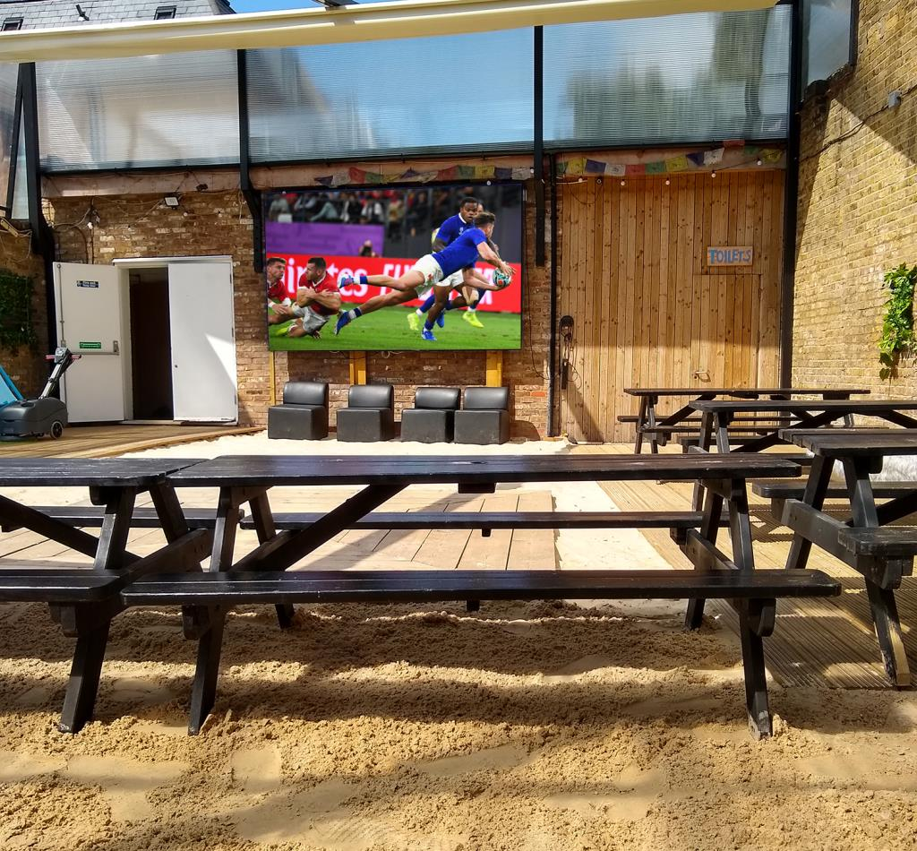 Outdoor TV Entertainment for Pubs and Beer Gardens