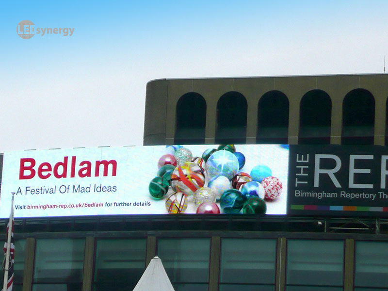 Large outdoor led screens displays led synergy for Exterior led screen